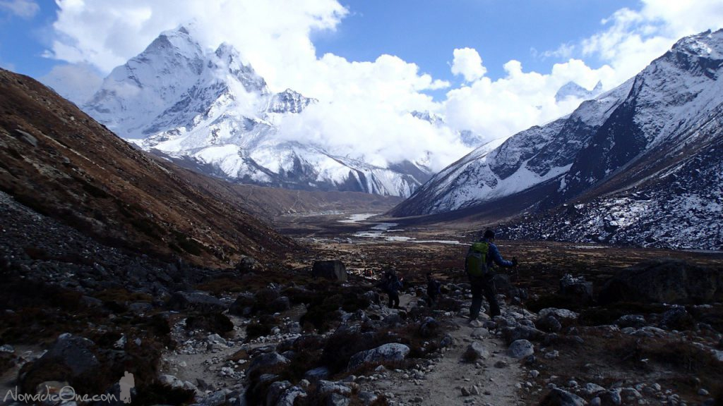 Entering a valley to Pheriche